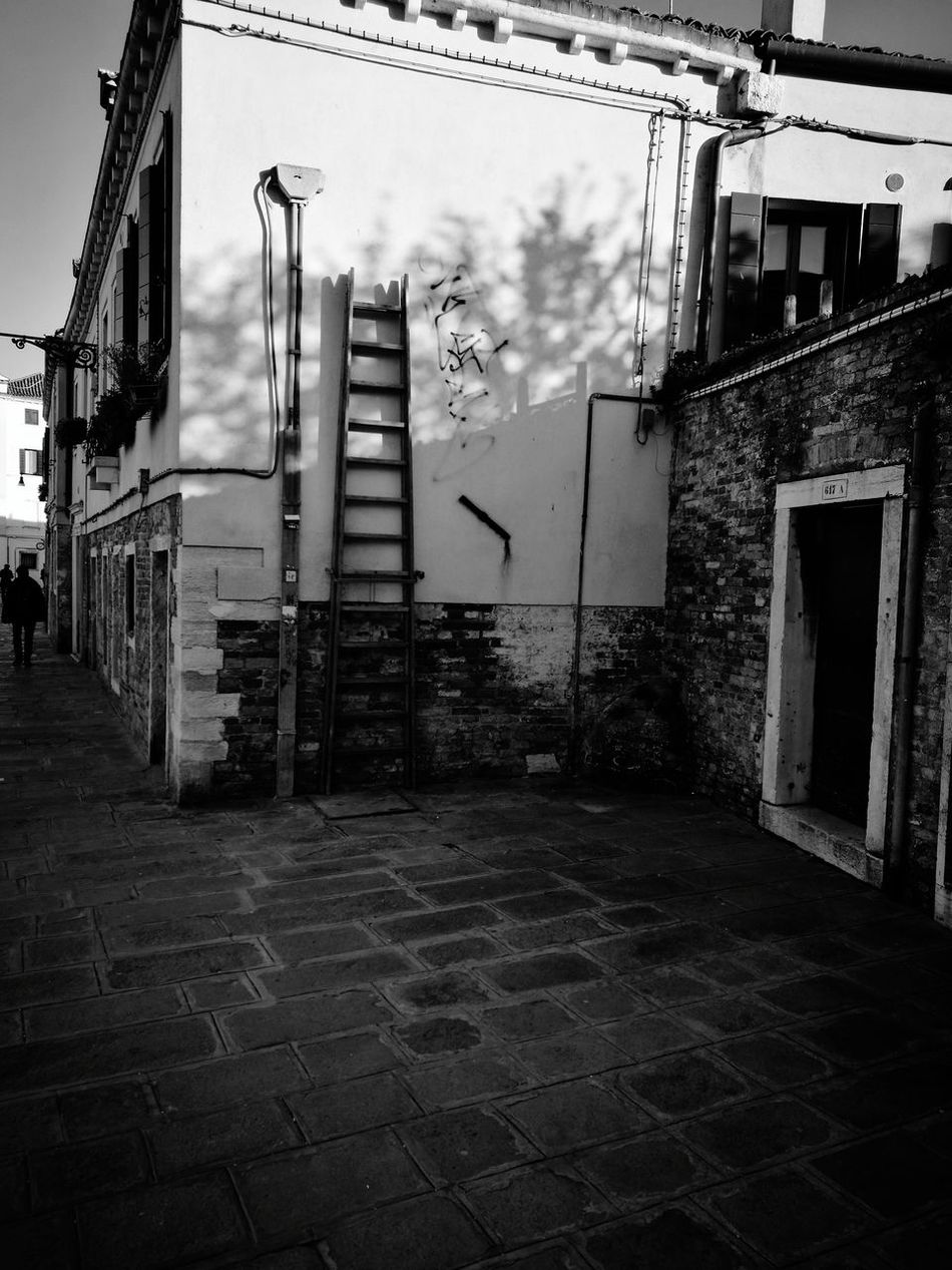 Do you need a scale? Everything is different and beautiful in Venice EyeEmNewHere Architecture Built Structure Building Exterior House Outdoors No People Sky Day Corner Building Corner Venicelife Black&white EyeEmNewInHere Travel Destinations