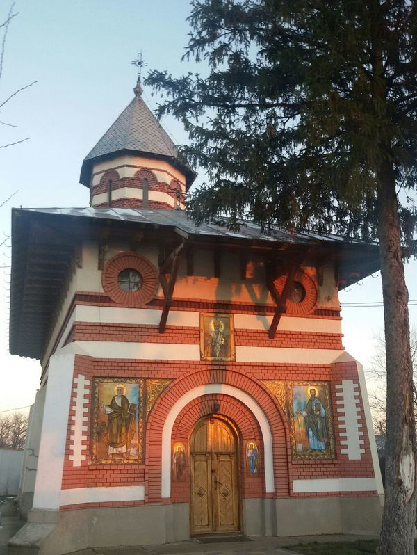 Smallbutbeautiful Church in Giurgiu Romania Place Of Worship Light And Shadow Building Exterior Built Structure No People Outdoors Churches Church Architecture From My Point Of View Hello World Check This Out Taking Photos Eyee4photography Religion Architecture Tree TreePorn Tree_collection  Amazing Architecture EyeEm Gallery Building And Sky