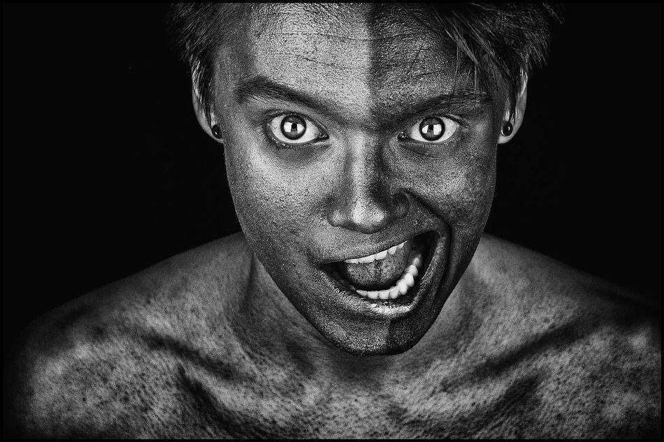 Armstrong, je ne suis pas noir, je suis blanc de peau... Nougaro. Portraits Of EyeEm Portrait Photography Portraiture Eye Facial Expression Studio Shot Human Face Portrait Black And White Smile Smiling Dark Portrait Monochrome Welcome To Black