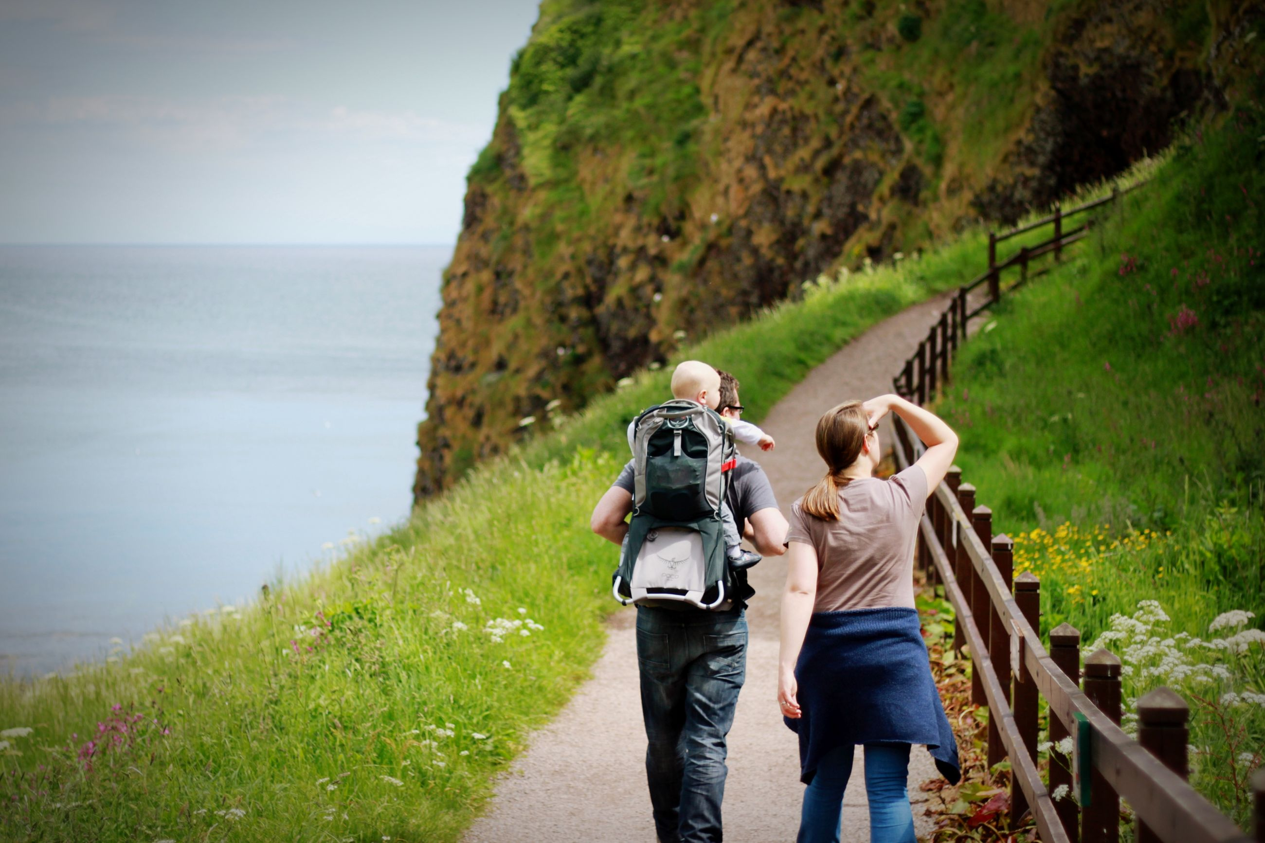 lifestyles, leisure activity, men, rear view, mountain, person, casual clothing, sea, standing, nature, scenics, full length, backpack, beauty in nature, tranquil scene, tranquility, water, tourist