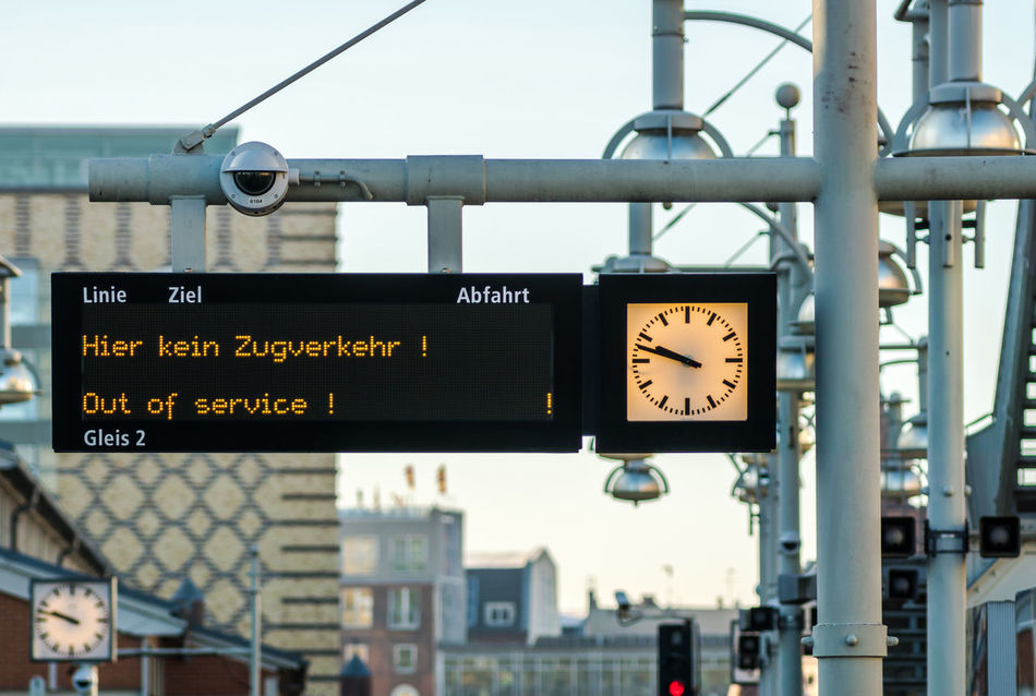 City City Life Day Hier Kein Zugverkehr No People Out Of Service Outdoors Travel U-Bahnhof