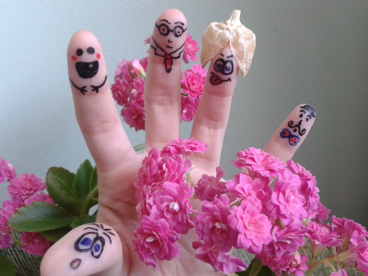 Art Colorful Crazy Crazy Ideas Detail Draw Drawing Finger Painting Fingers Flower Funny Funny Faces Human Body Part Human Hand Pink Color Smiley SMILY FACE