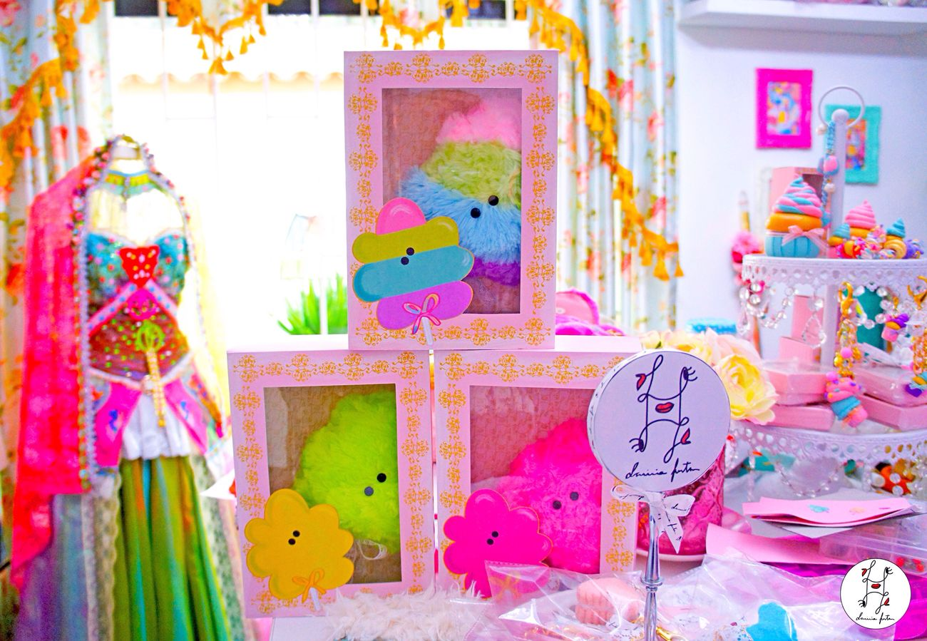 From fenton's magic place💖💖💖🌈✨⚜ the new special edition cotton candies😃😃😃 neon and rainbow Laviniafenton Neobaroque Gold Colorful Studio Shot ArtWork Color Of Life Studio Designer  EyeEm Gallery Home Is Where The Art Is Illustration Character Dessert Handmade Colors Eye4photography  Cottoncandy Etsy Boutique Rainbow Fluo