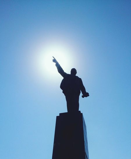 Светозарный. арт  скульптура силуэт Art Sculpture Silhouette Human Representation Statue Low Angle View Sunbeam Back Lit Sky