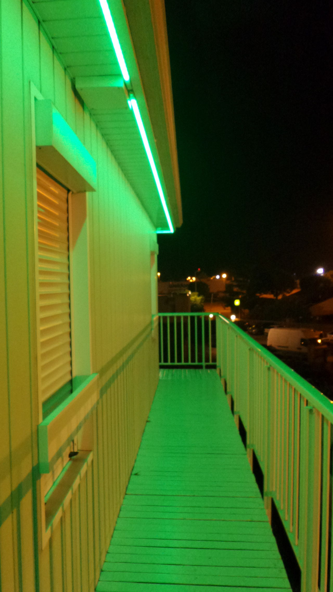 Colour Of Life Color Palette Colors Of My Life Colors Of The Night Night And Light No Edit/no Filter Night Lights Night Photography Motel Green Mes Nuits Sont Plus Belles Que Vos Jours My Nights Are Most Beautiful Than Your Days Neon Neon Lights Green Lantern  Fasthotel Green Porn