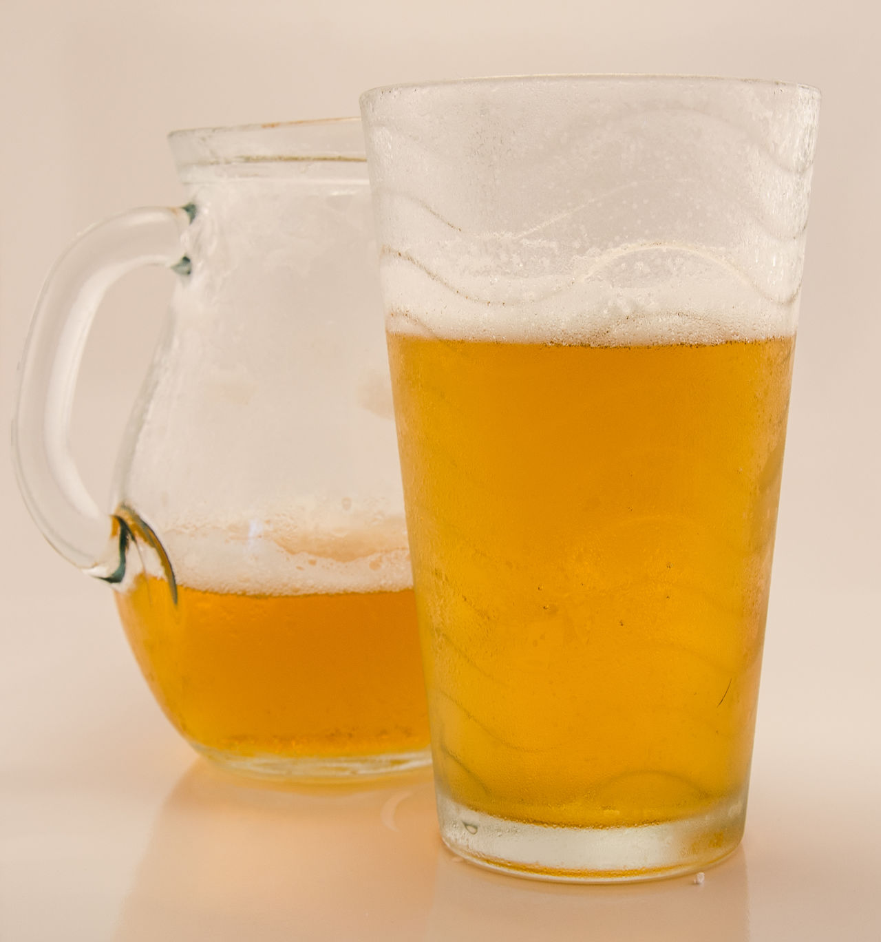 Cerveza rubia Beer Cerveza Cervezaartesanal Drinking Drinking Beer Drinks Fresh Jarra De Cerveza