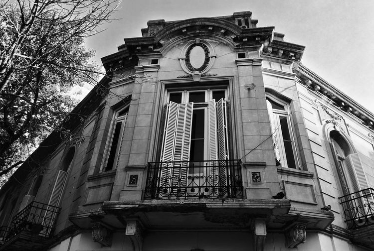 @Corchete Argentina Argentina Photography Palermo, Buenos Aires EyeEm Corchete EyeEm Best Shots - Black + White Eyeem Photography EyeEm Gallery EyeEmNewHere EyeEm Streetphoto_bw Streetphotography Monochrome monochrome photography Iphoneonly IPhone IPhoneography Blackandwhite Blackandwhite Photography Low Angle View Building Exterior Architecture Built Structure No People