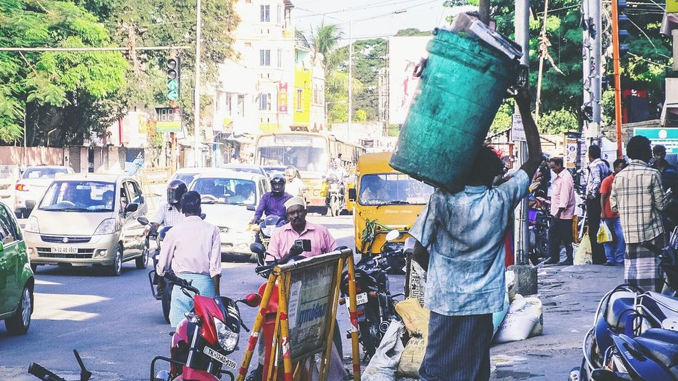 Working hard .. 💪 Dirty Dustbin Beggar Homeless Peoplephotography Streetphotography Road Digicam From My Point Of View Busy Street Tadaa Community Tamilnadu Chennai Capture The Moment I Love My City Traffic Check This Out Taking Photos Hello World Signal Bikes Buses Cars Working Hard Lifting Weights