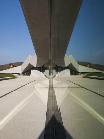 Lascaux, la nouvelle ère... Architecture Eye4photography  EyeEm Best Shots Getting Inspired Graphisme Urbain No People Outdoors Reflection Sky Symétrie