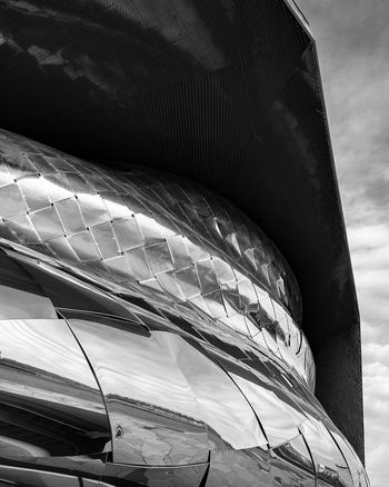 Silver snake Close-up Outdoors Architecture France Built Structure Minimalism Shootermag Shootermag_france Industrial Photography Paris Building Exterior Black And White Blackandwhite Black & White TheMinimals (less Edit Juxt Photography)