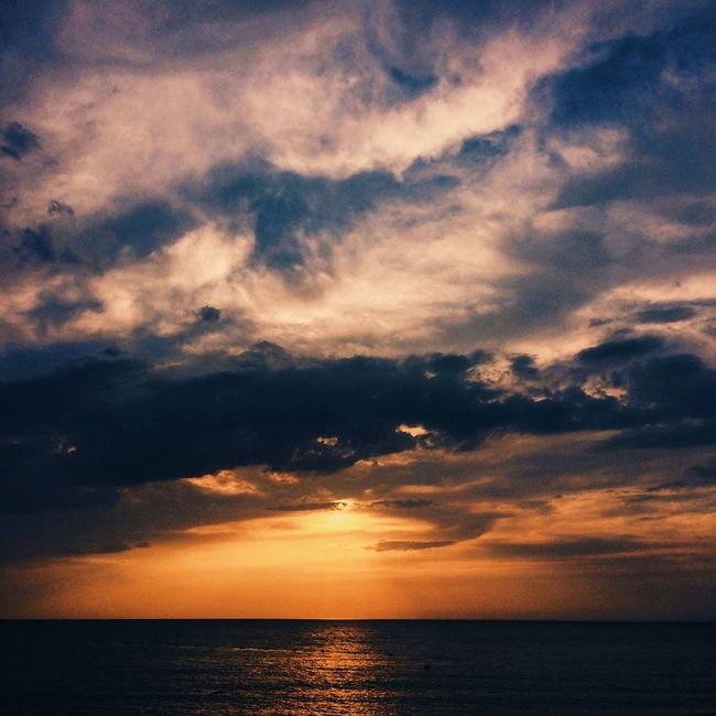 I'm sea addicted. Sea Sky Scenics Horizon Over Water Nature Beauty In Nature Tranquil Scene Tranquility Water No People Sunset Cloud - Sky Outdoors Beach Day Sunset_collection