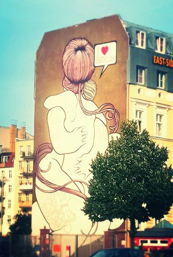 Alternative love. Street Art Berlin