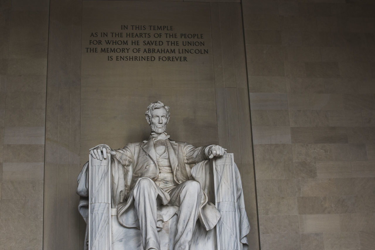 Lincoln Memorial Abraham Lincoln Abraham Lincoln Statue Front View History Lincoln Memorial Memorial Monument One Person Sculpture Statue US Presidents Day Washington, D. C.