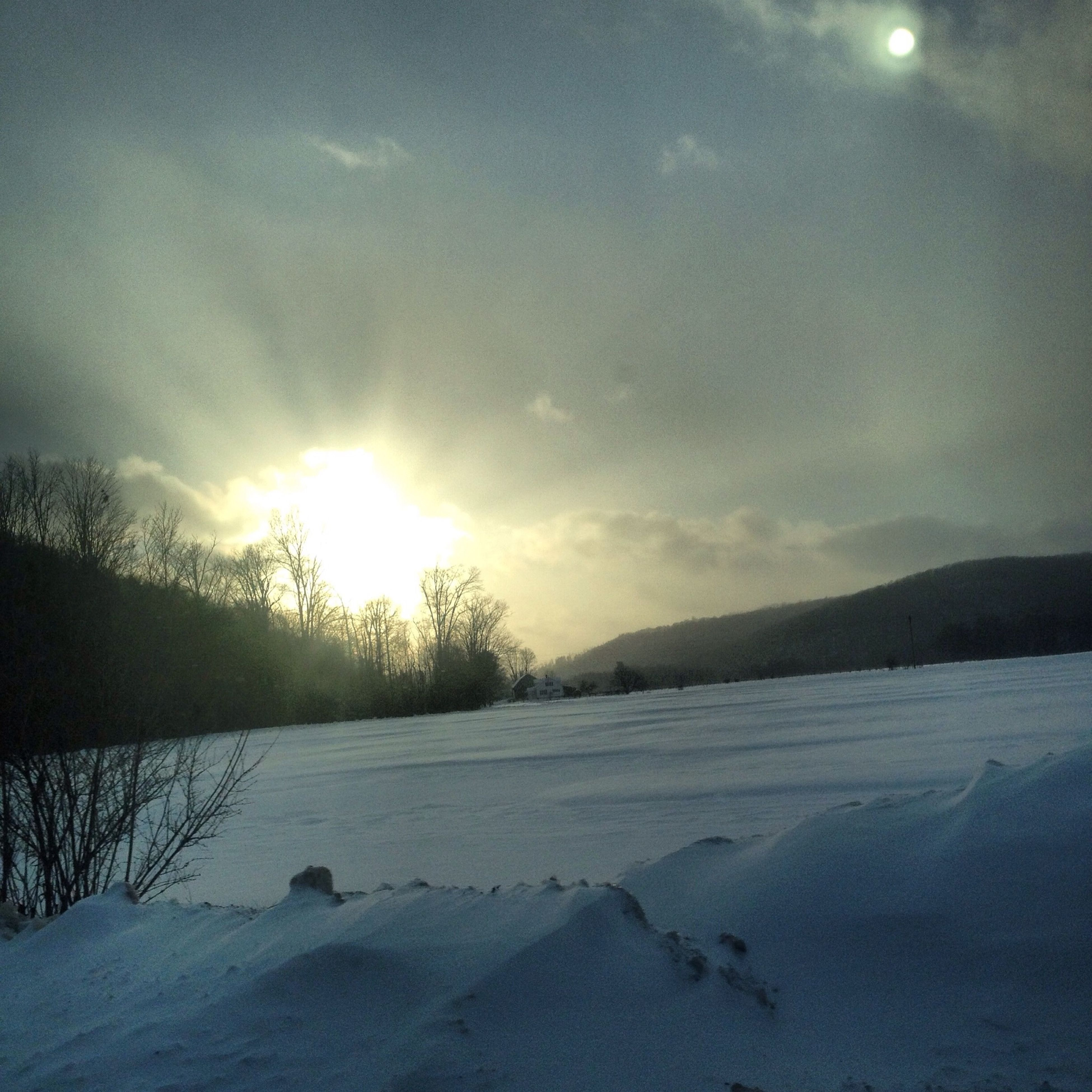 snow, winter, cold temperature, sun, season, weather, tranquil scene, tranquility, landscape, beauty in nature, covering, scenics, nature, sky, sunset, sunlight, field, frozen, sunbeam, snow covered