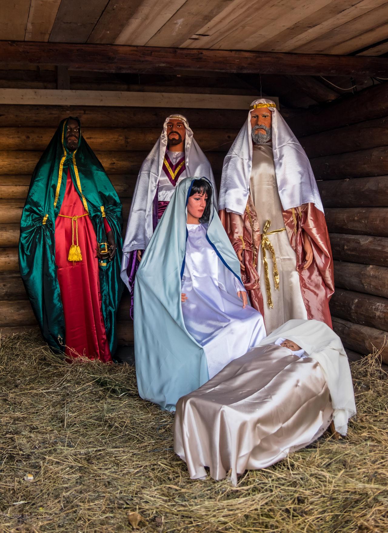 Christmas nativity scene with figures, including Jesus, Mary, Joseph and the Magi. Born Chatolic Christian Christmas Cildren Figurine  Holy Jesus Joseph Mary Nativity Nativity Scene Saint Scene