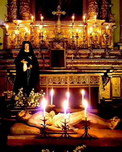 Vercelli Piemonte_bestsunset Piemontexperience Piemontese Piemonte_best_pics Piemonte👍🏻 Piemonteturismo Piemonte_city Piemonte_super_pics Piemonte Chiesa Candle Illuminated Religion Flame Spirituality Night Burning Altar Flower Indoors  Statue Place Of Worship No People