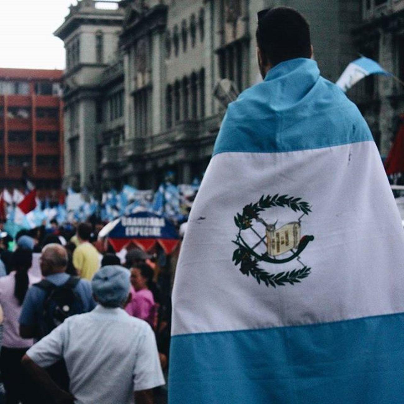 Si no fuiste a trabajar recuerda que hoy NO es día de descanso ¡ES DIA DE LUCHA! Guatemala tu nombre inmortal. Elmaizgt Prensalibre Soy502 Chirmolcity Chirmolcityzona1 @chirmolcitygt