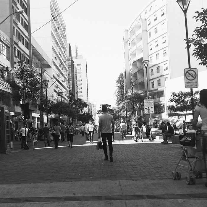 A grande calçada Vscocam Vscocambr Komfotografias Blackandwhite Photography Photo Fotografeumaideia Instagram Instagrambrasil Instagoodmyphoto Peoplescreatives Exploratetocreat Londrinando Londrina Umalondrinapordia Minhalondrina Brazil Composition Inspirationseries Lifestyle Urban Streetphotography Architecture Happystance