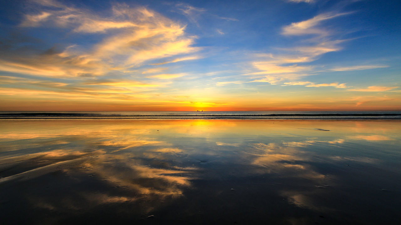 sunset, sky, reflection, beauty in nature, nature, tranquil scene, tranquility, cloud - sky, scenics, water, orange color, idyllic, sea, no people, outdoors, horizon over water, day