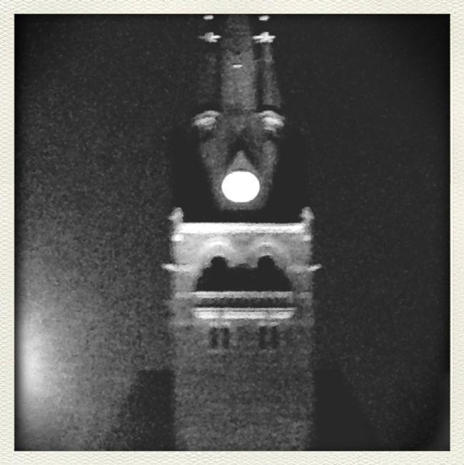 Klocktornet ser oerhört derpface it på kvällen:P Taking Photos First Eyeem Photo