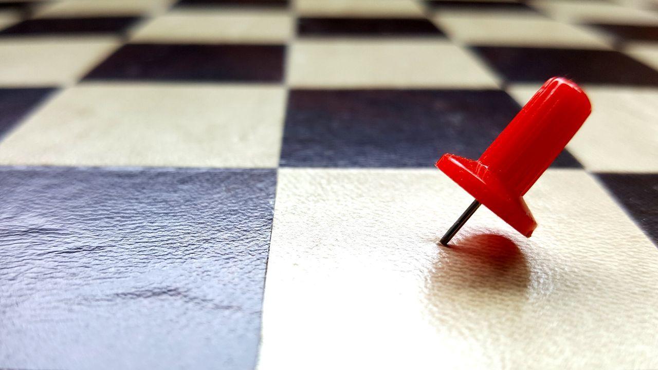 Idea Found Texture Pin Chessboard Strategy Strategies Target Reflechir Think Thinking
