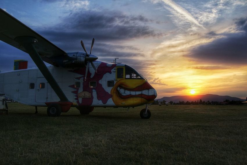 Sunset Airplane Skyvan Pink Boogie Skydive Airplane Sun Sky Outdoors Beauty In Nature Nature Landscapes Landscape Plane Cloud - Sky Transportation One Person People Day Live For The Story Let's Go. Together.
