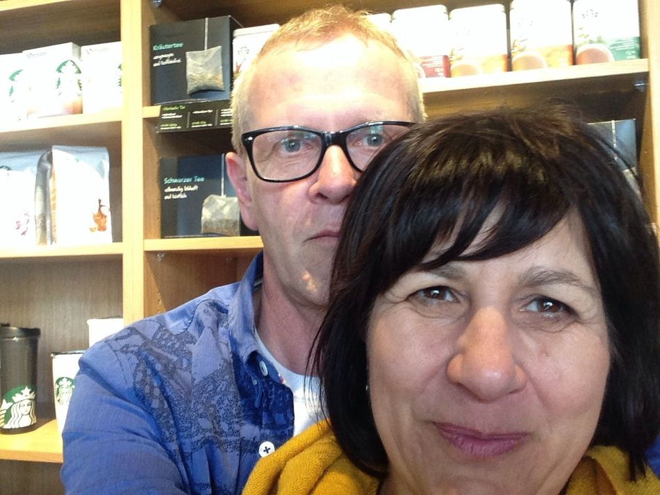 Kat&Rich On Tour Coffee Break Hanging Out