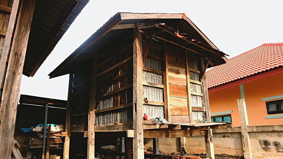 ยุ้งใส่ข้าว Building Exterior Architecture Built Structure House No People Outdoors Day City Sky ยุ้งใส่ข้าว