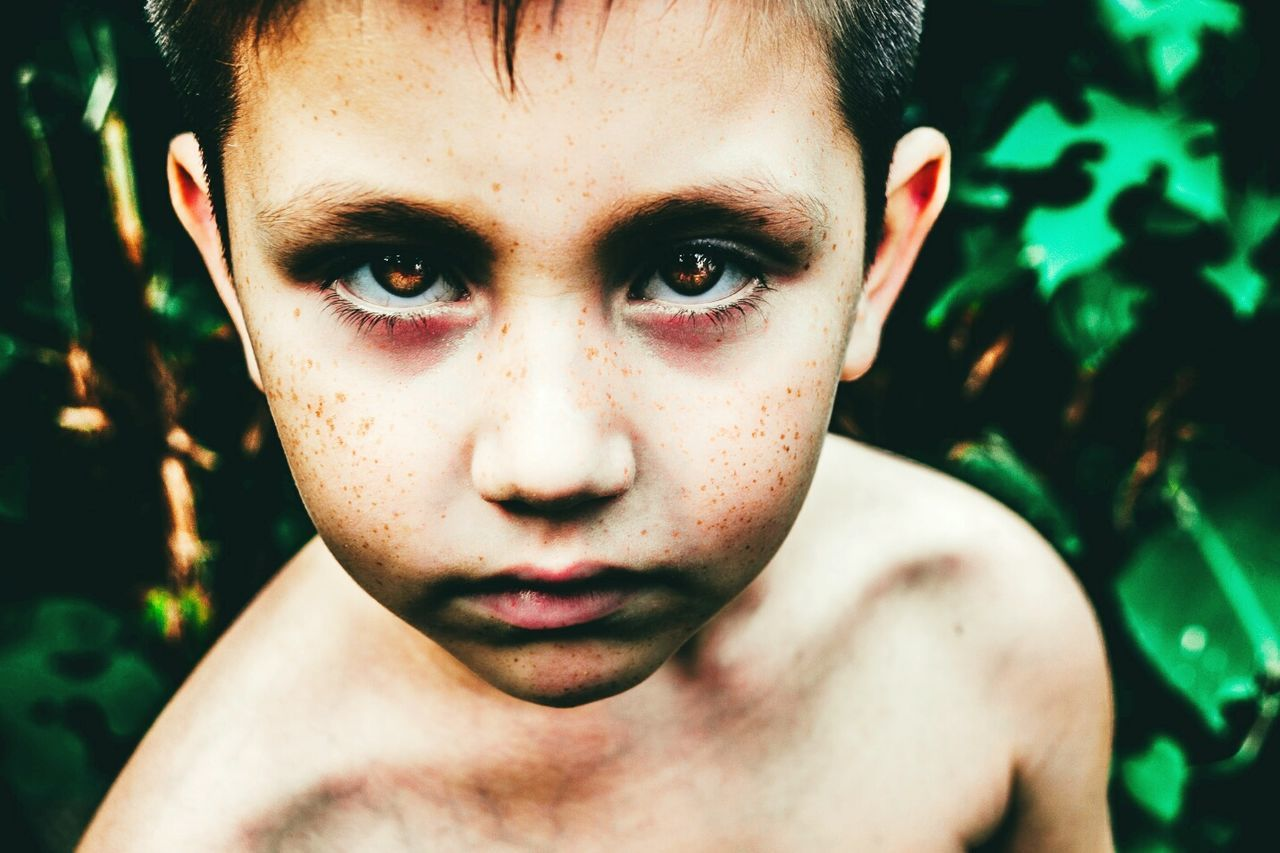 Mírame Child Human Face Depression - Sadness Facial Expression Human Body Part Human Eye Portrait Childhood One Person People Pain Outdoors