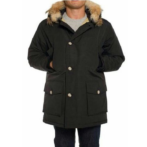 I need one of this to get through this harsh winter. #Woolrich artic #parka. #menswear #mensfashion #fashion Menswear Mensfashion Parka Woolrich Fashion