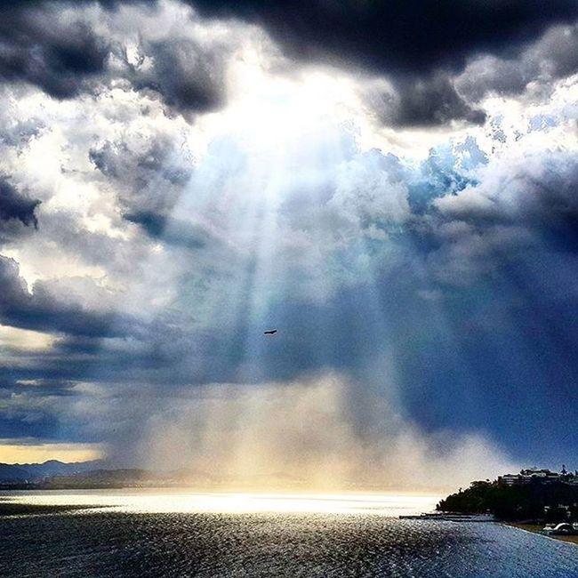 Flare again. Impressive! Flare Impressive Sol Nuvens Raiosdesol Muitoirado Smartphonephotography Cellphonephotography Photo Nature
