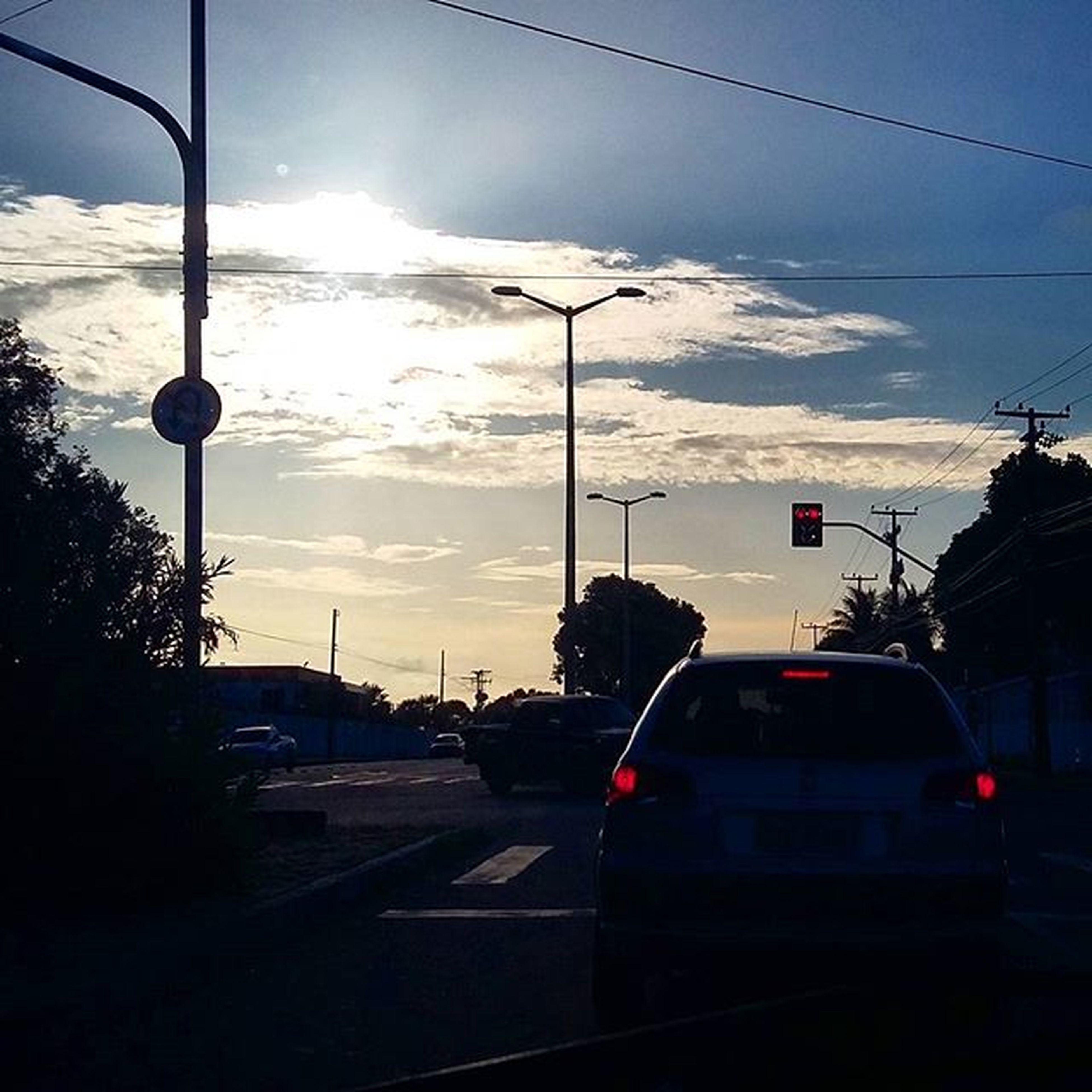 No meio do caminho tinha um lindo fim de tarde. Mobile Mobilephotography Mobilephoto Streetphoto Loosemag Fotomissao Achadosdasemana Sunset Saturdayafternoon  Photogtaphy Fortaleza FortalCity Ig_ceara Brstreet Brstreet0116 Dnfotografia Urbanandstreet