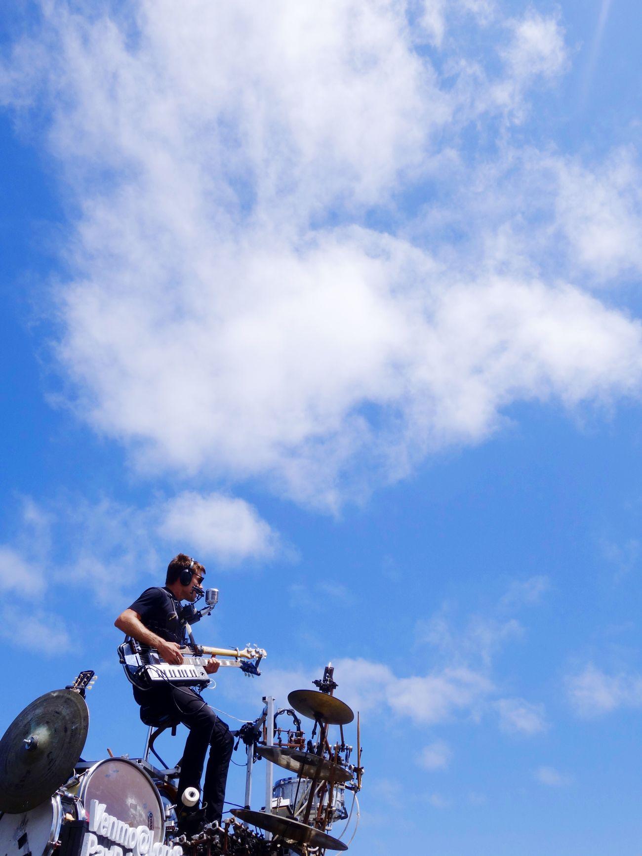 A flying bandman Sky Guitar Instruments Rx100