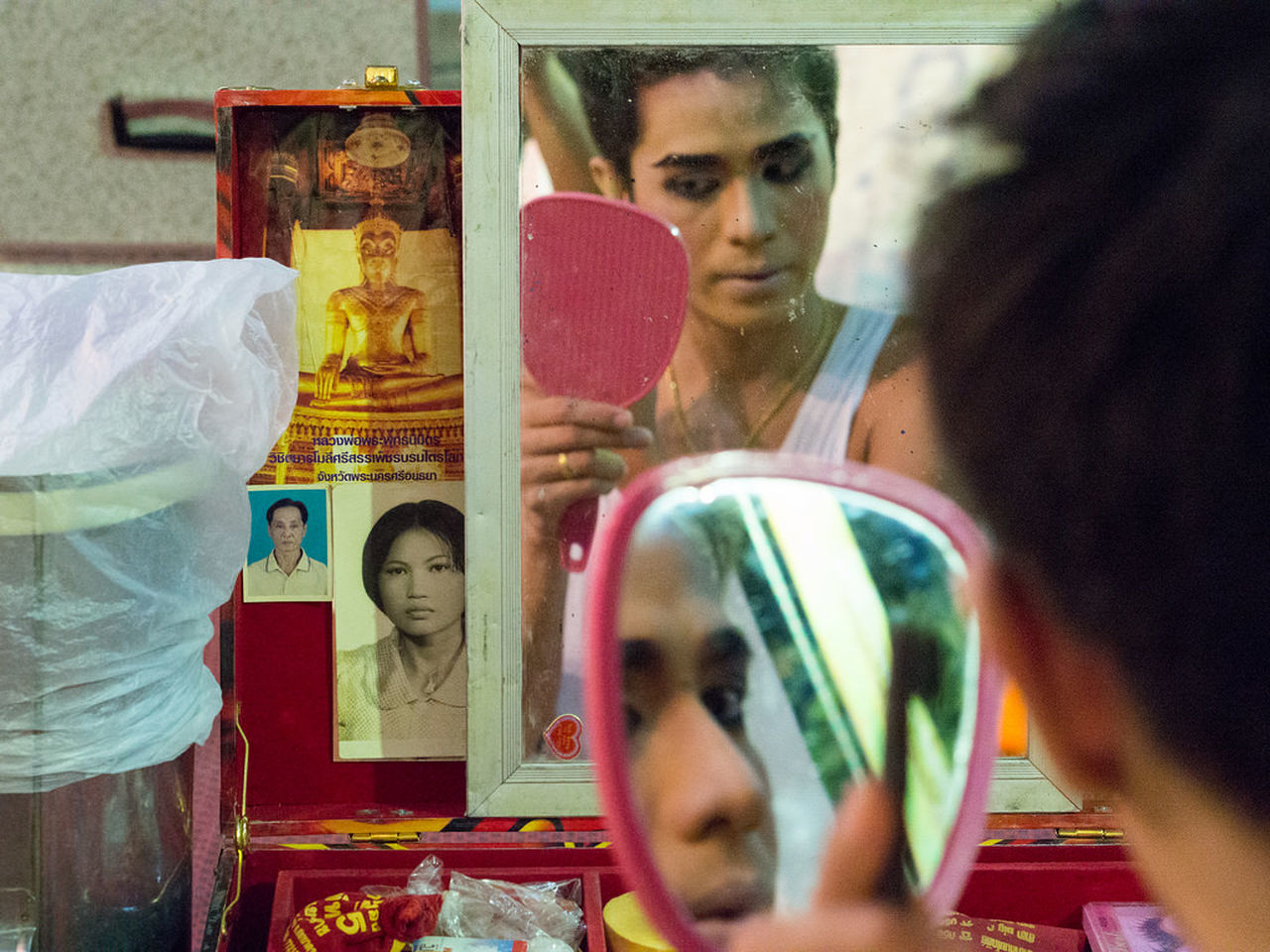reflection, real people, mirror, indoors, leisure activity, lifestyles, young women, young adult, day, close-up, one person