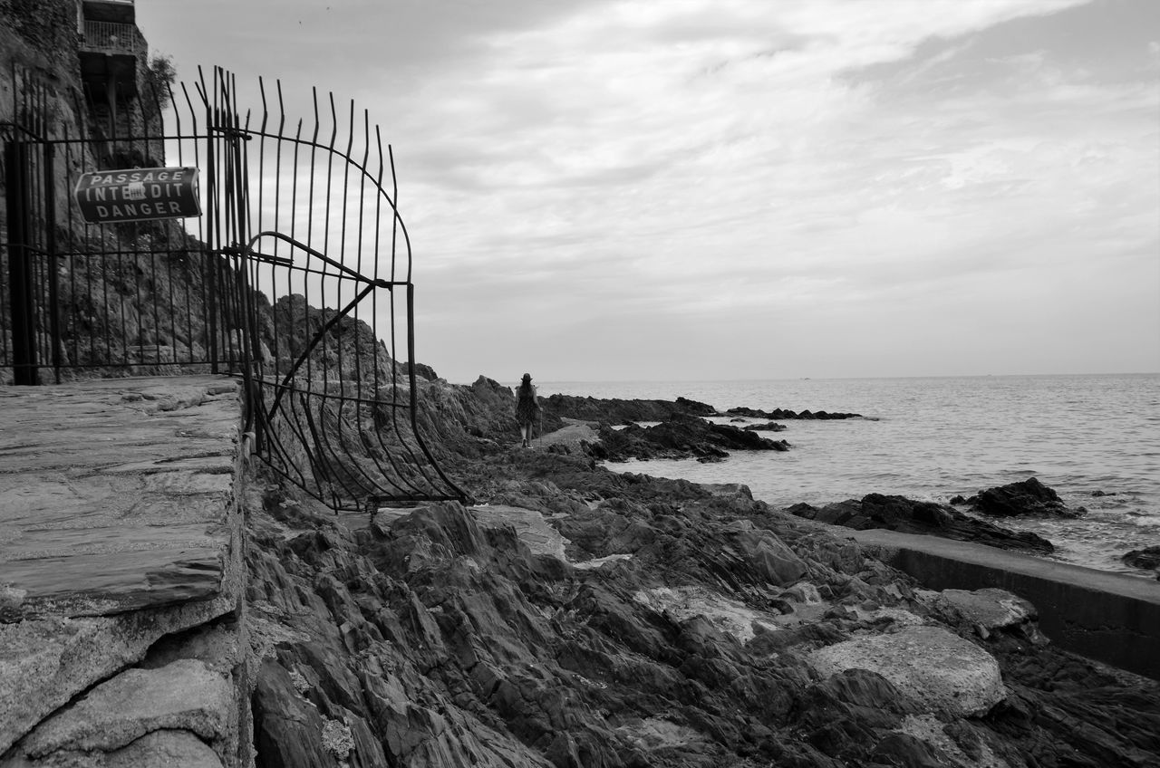 Sea Sky Horizon Over Water Cloud - Sky Water Scenics Nature Rock - Object Outdoors No People Architecture Built Structure Beauty In Nature Travel Destinations Beach Day EyeEm Gallery EyeEm Bnw Tranquil Scene Blackandwhite Photography Blackandwhite Blancoynegro
