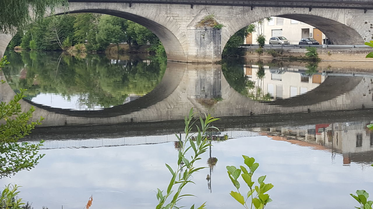 The OO Mission The Oo Challenge Bridge Reflection TOWNSCAPE Townphotography Check This Out Taking Photos Artistic Composition Capture The Moment From My Point Of View The EyeEm Facebook Cover Challenge Périgueux Getting Inspired Water Reflections Hidden Gems  Binoculars Binocular View