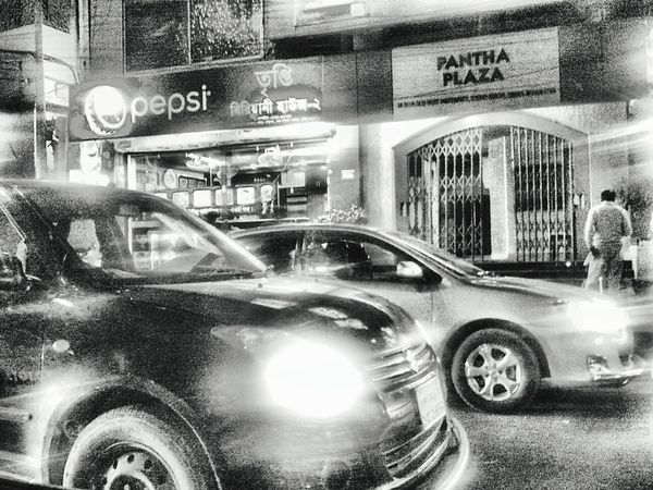 Was going to an invitation..were stuck in a great traffic jam! Just pick the camera and captured! EyeEm Bangladesh Beautiful Bangladesh Everyday Bangladesh Colours Of BangladeshCheck This Out Cars Black And White Photography In The Street Traffic Jam Enjoying Ride