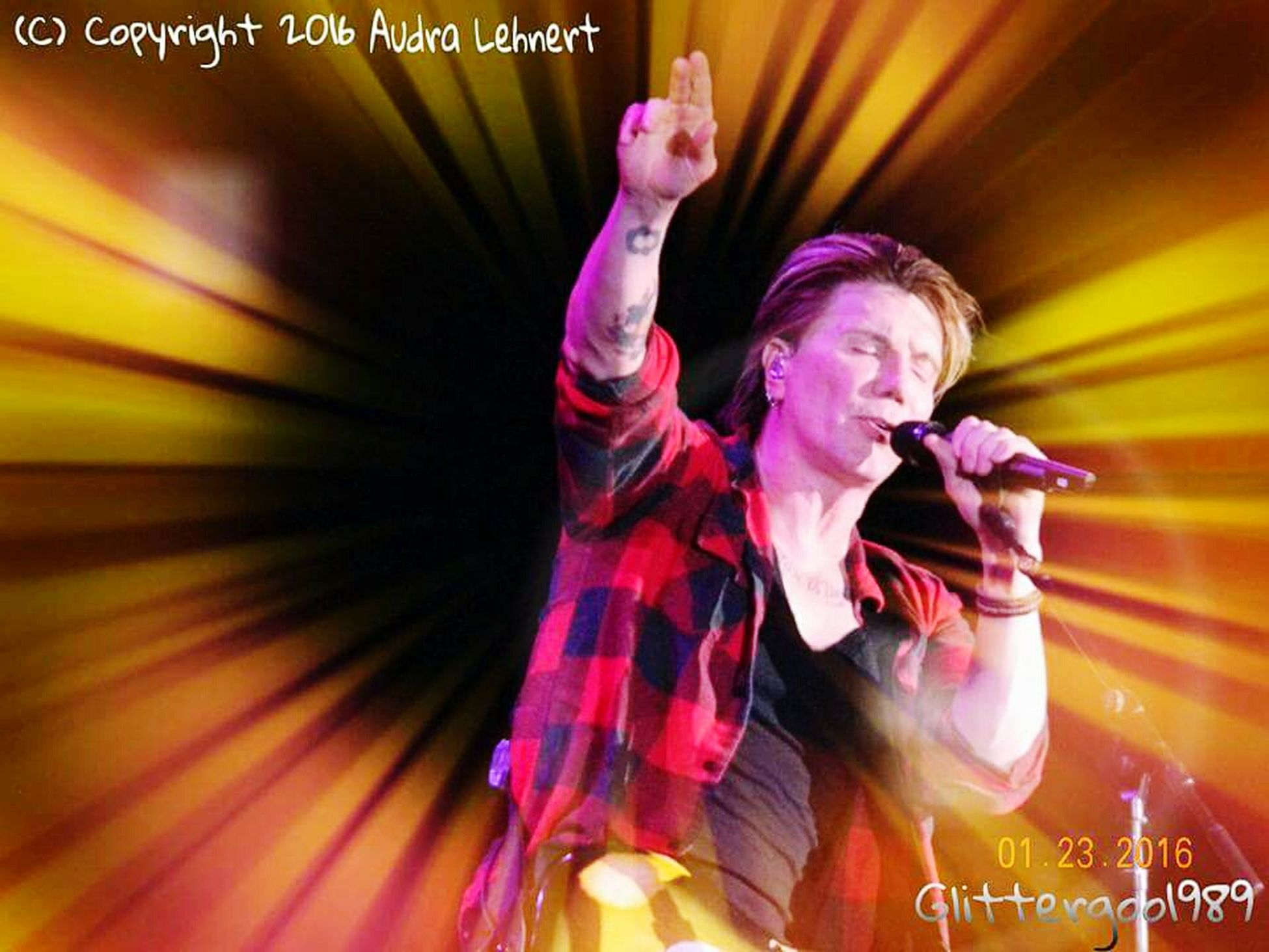 I believe this is the best shot I've ever taken of Johnny Rzeznik performing live😍 I added another neat light sequence to it to enhance the quality. John Rzeznik Goo Goo Dolls FireKeepers Casino