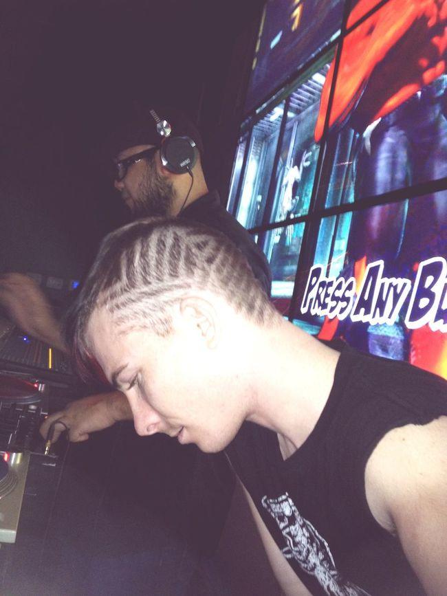 Gearing up for that star shinning show rock vibe Dj DJing Turntablist Djrhfactor Rhfactor Insertcoins Dtlv Dtlvarsity FremontStreet Hairtatoo