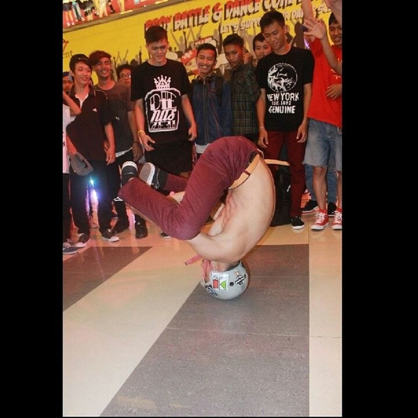 Headspin BBOY judging in the jambi to born sept 13