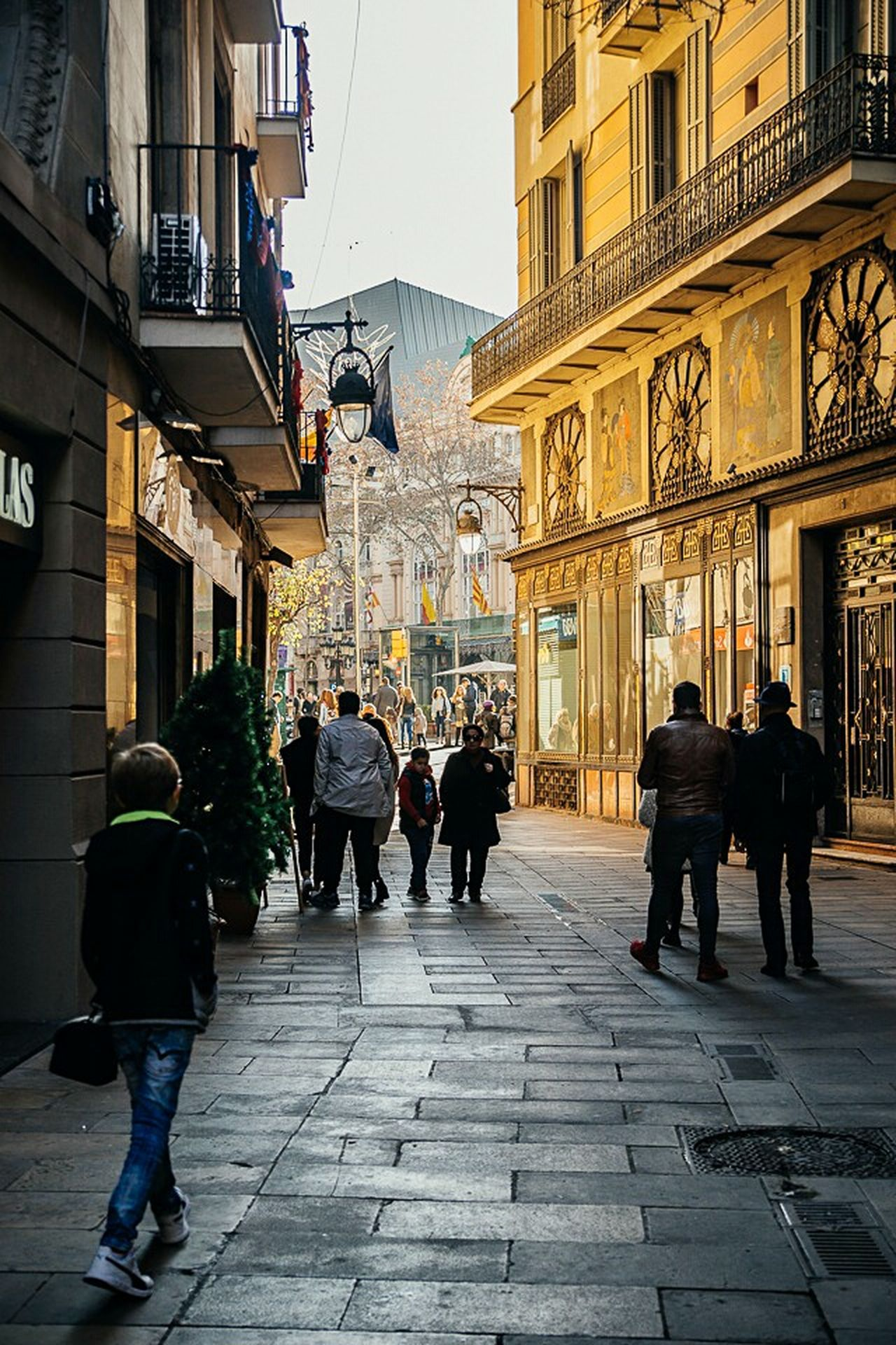 Street City Building Exterior Architecture Built Structure Cobblestone City Street The Way Forward Sky Large Group Of People Travel Destinations Outdoors Women Adult Adults Only Men People Day Barcelona Barcelona Streets