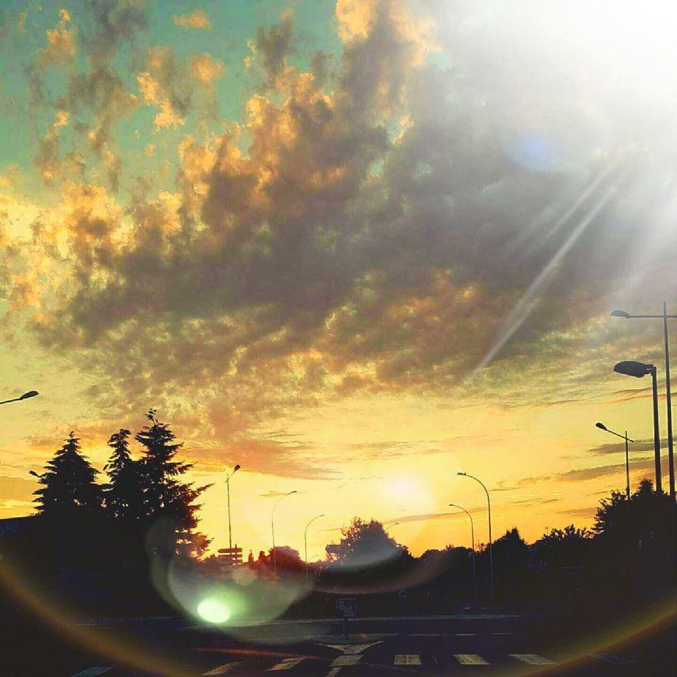 Sky Sunshine Leverdesoleil Nature Street Worldcaptures Light Wakeupsun EyeEm Nature Lover Eyeemphotography