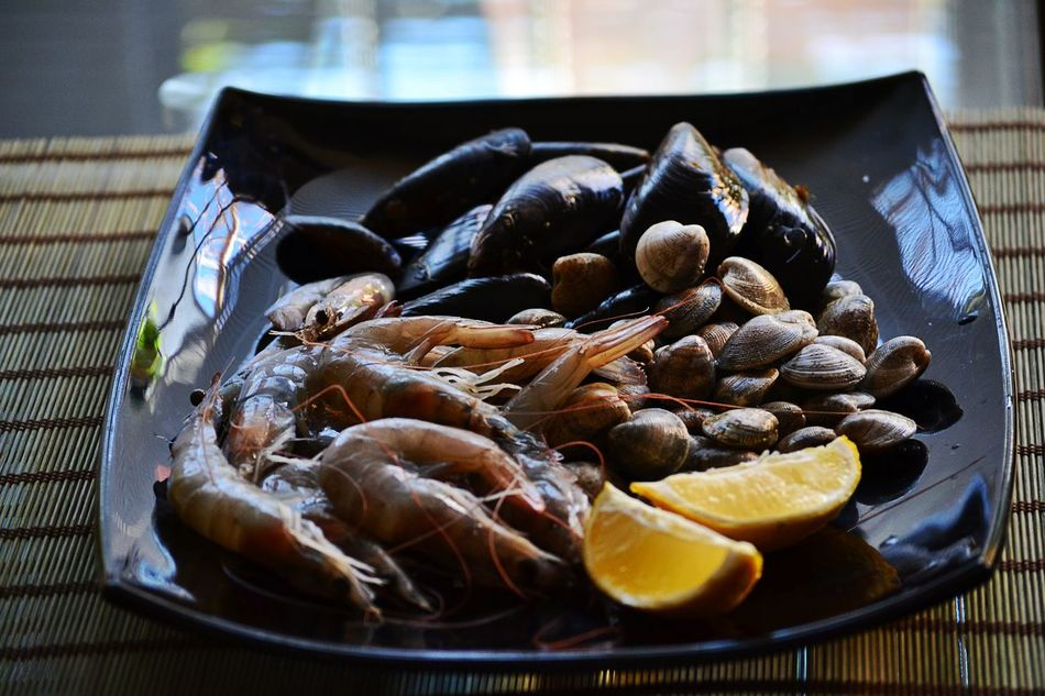 Black Close-up Day Food Food And Drink Freshness Healthy Eating Indoors  Large Group Of Objects Lemons Mussels No People Ready To Cook Seafood Seafoodporn Shrimps Cockles