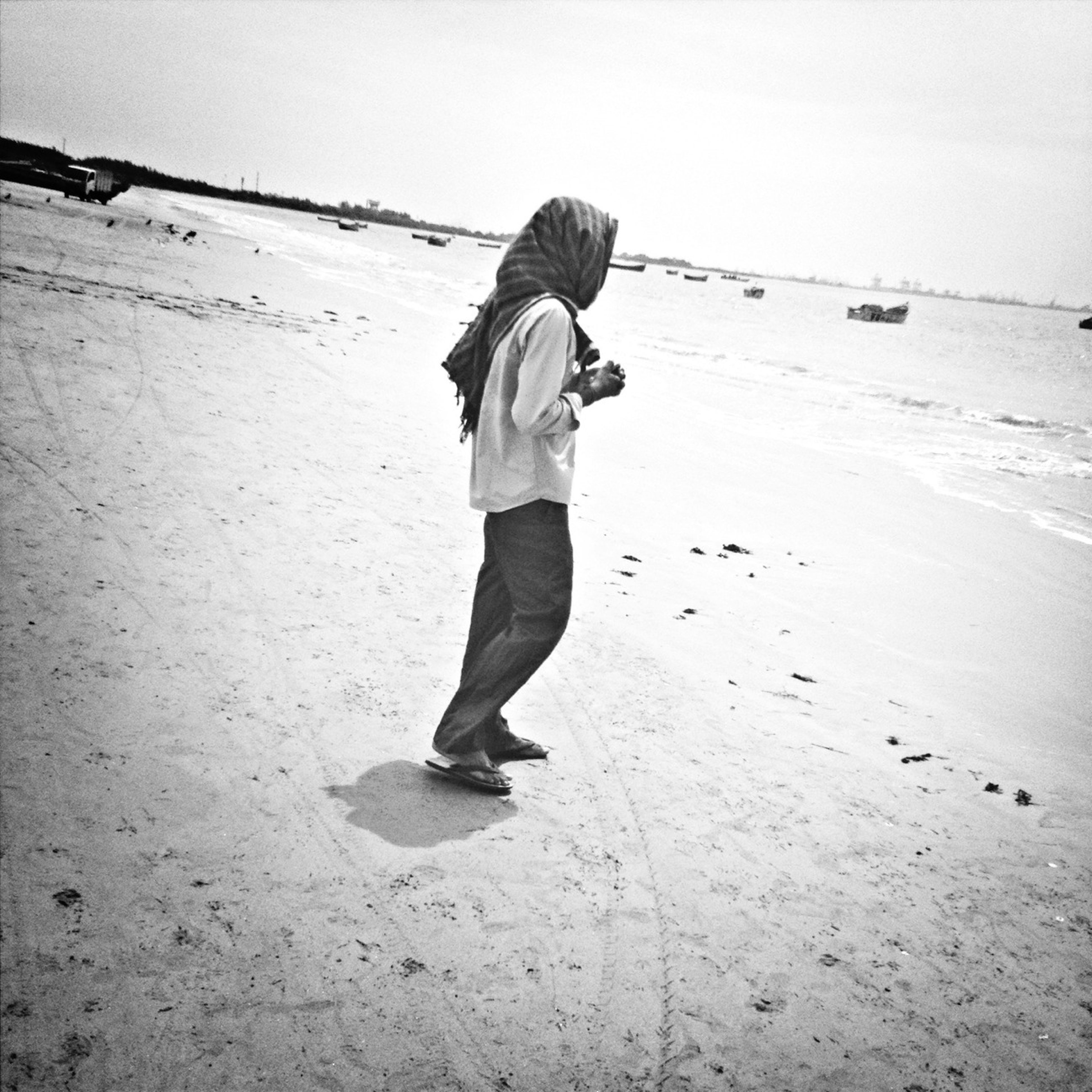 full length, casual clothing, lifestyles, leisure activity, rear view, standing, walking, person, clear sky, beach, young adult, childhood, sand, day, front view, sky, sunlight, outdoors