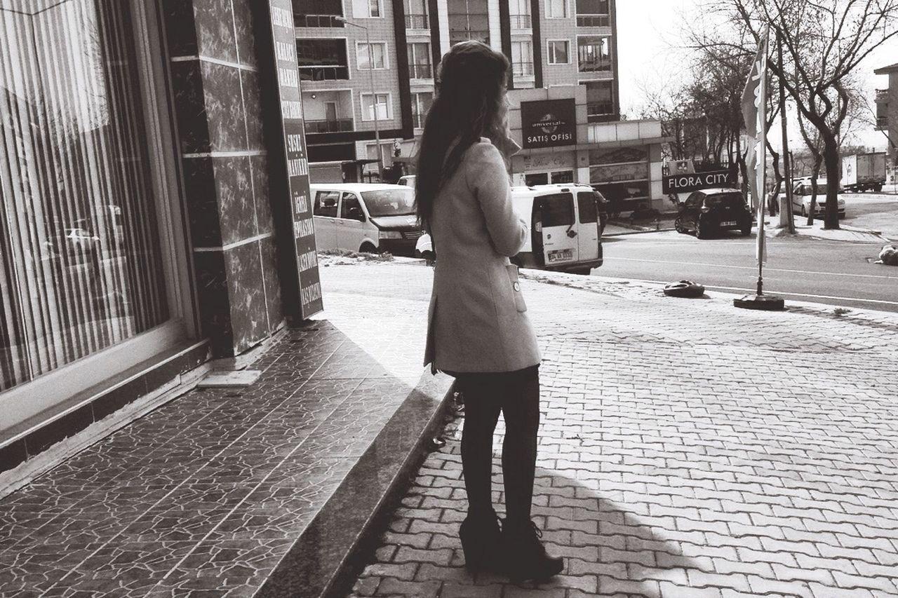 Gününfotoğrafı Nostalji Gununkaresi Blackandwhite Siyah&beyaz  Nostaljiheryerdeolsun Check This Out Streetphotography Beklemek Waiting