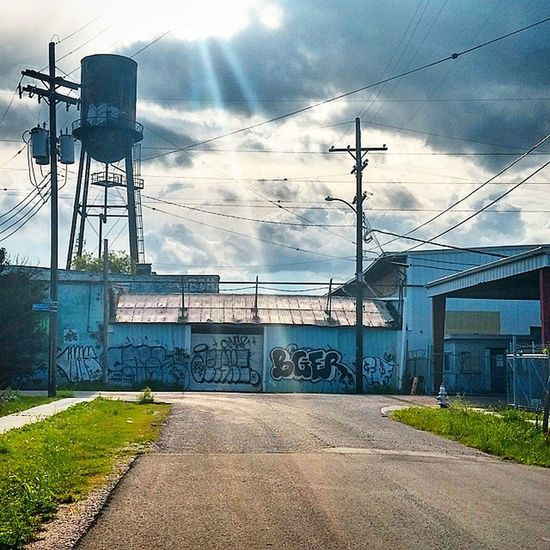 Random Neworleans Louisiana Bywater Crescentcity old graffiti tower sunrays