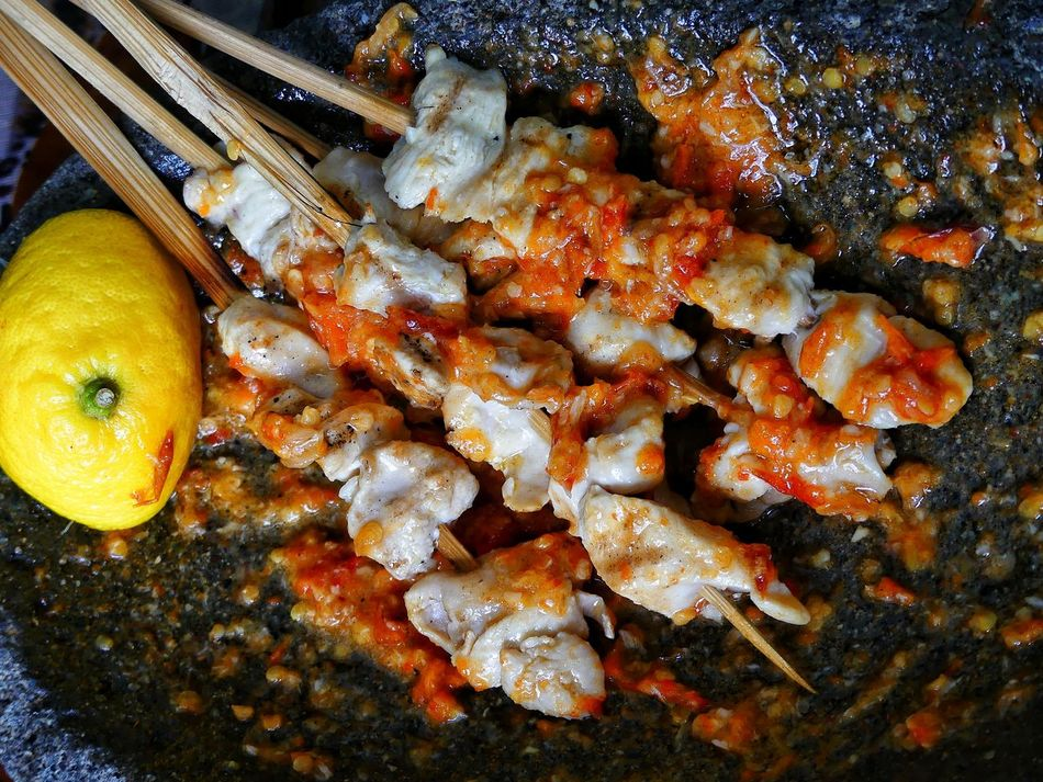 Chickens Satay With Bamboo Stick Lemon Slice Tomatoes🍅🍅 Chilies Food And Drink Freshness High Angle View Food No People Close-up Tranquil Scene Beauty In Nature Make Me Remember You  SomewhereOverTheRainbow Freshness Quiet Moments Tranquility Nature Afternoon Light Light And Shadows Taste Of Summer  Spices Of The World