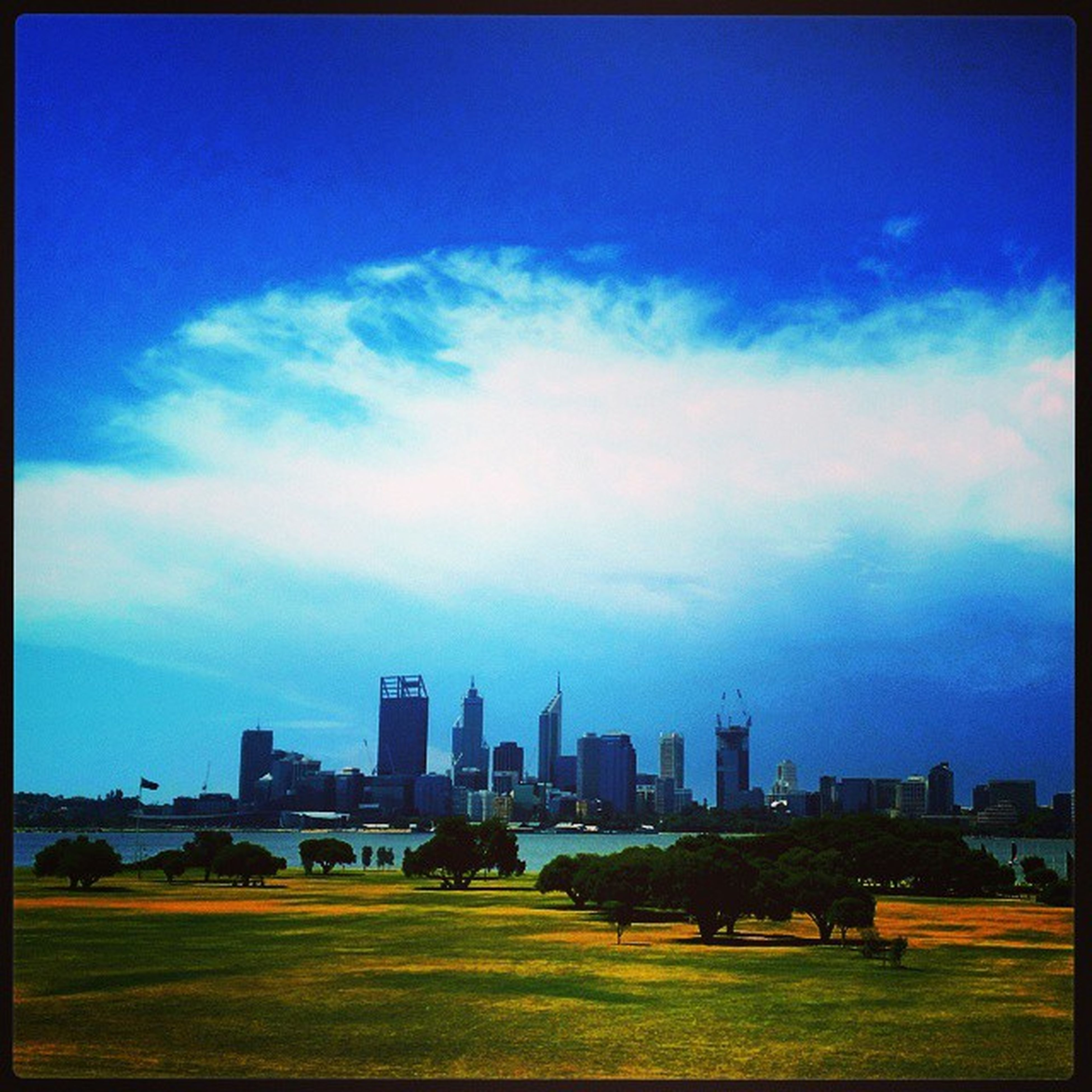 44°C with a storm rolling in! Hottimesummerinthecity Summer Sohotrightnow Iloveperth itsreallywarminthisrhino perthlife