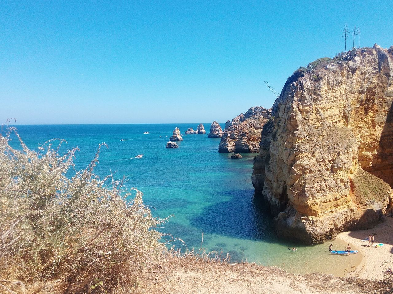 Summer *-* Sea Sky Rock Rocks Water Life Beach Boat Boats⛵️ Ocean View Holiday Portugal Portugaldenorteasul Paradise Day Relax Summer Eyemnaturelover Showcase: February Algarve Taking Photos Pure Enjoyingtheview Firsteyeemphoto