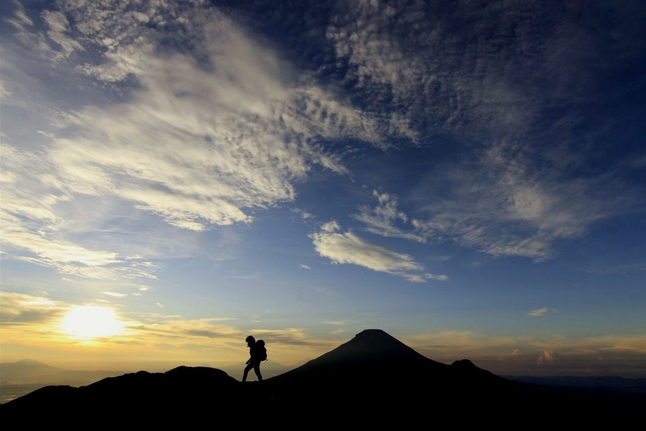 Edge Of The World Beemboss @bmalit @beemboss Www.beemboss.com Landscape Sunrise INDONESIA Today's Hot Look The Great Outdoors - 2015 EyeEm Awards Adventure Mountainer